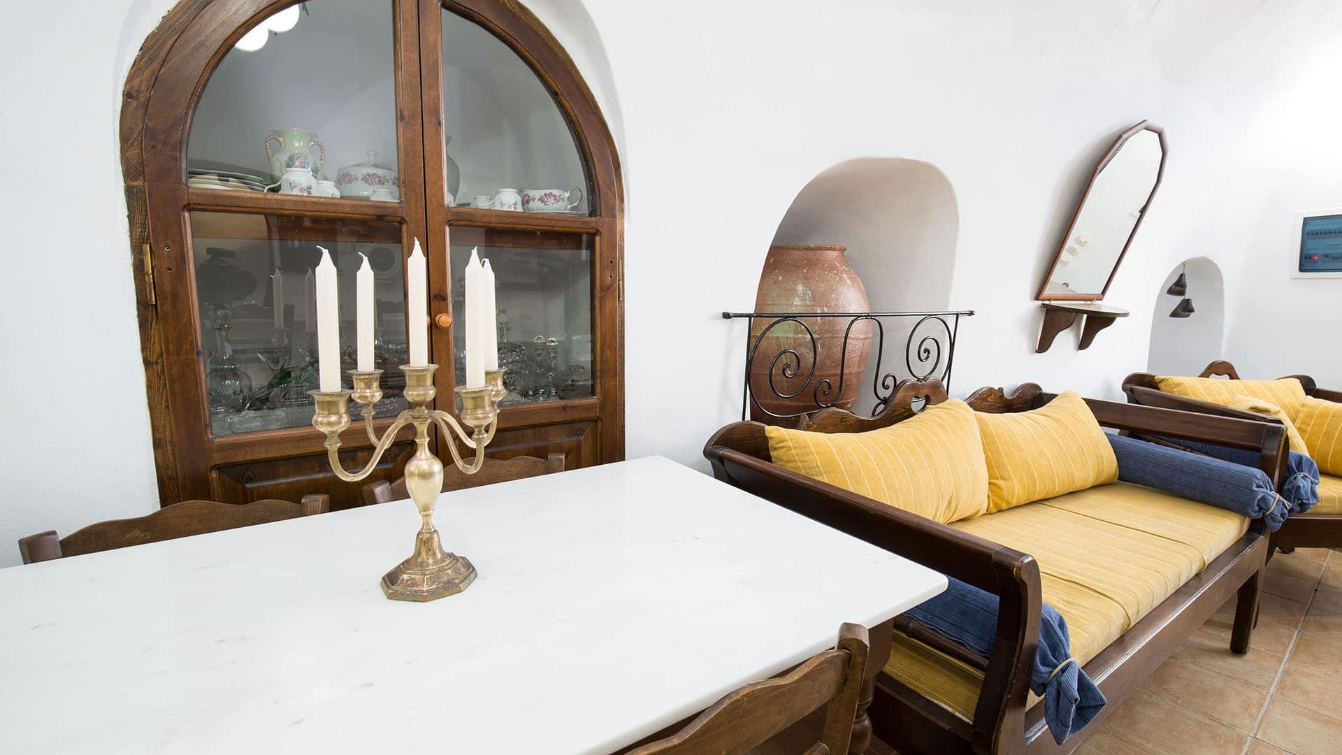 Mylopetres_TRaditional House_OIa_Santorini